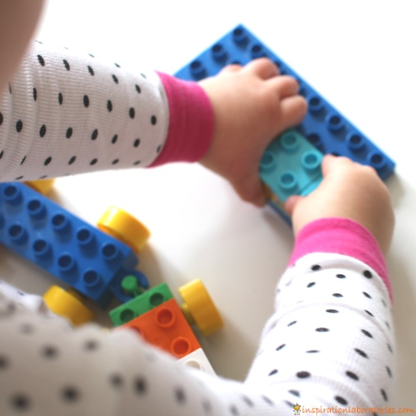 Play a fun counting game with DUPLO.