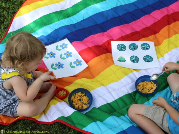 Get #BackToPlay and make mealtime your playground with these fun printable placemats. Practice number recognition, one to one correspondence, and counting with these counting placemats sponsored by Back to Nature Macaroni & Cheese.