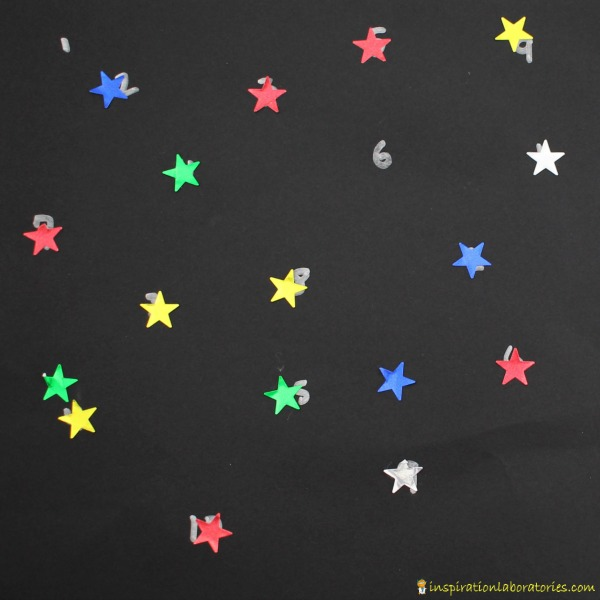 This star counting math activity is a great way to practice number recognition for preschoolers.