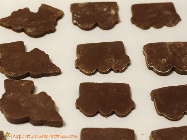 Cut the cookie dough to make chocolate train cookies.