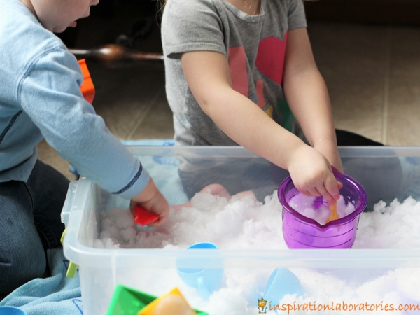 Try these simple snow science explorations inspired by The Snowy Day by Ezra Jack Keats. Perfect for toddlers and preschoolers.